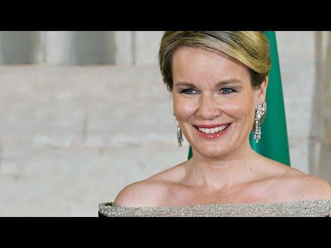 Mathilde von Belgien - Ein Kleid wie aus flüssigem Silber! Die Königin funkelt beim Staatsbankett