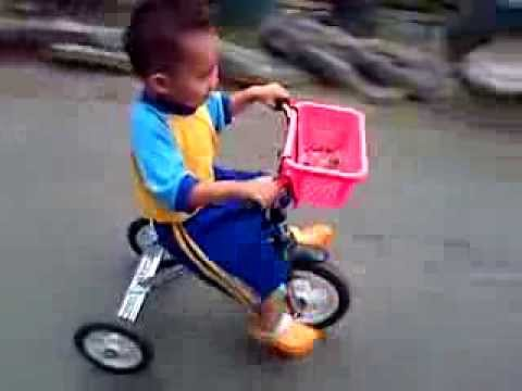 ahya plg sekolah paud naik sepeda Roda3 ..... Ngacirrr