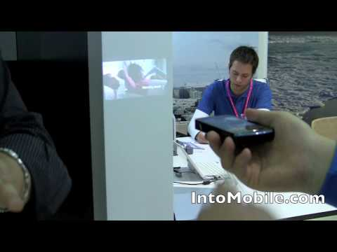 Samsung i8520 Beam hands-on demo of pico projector