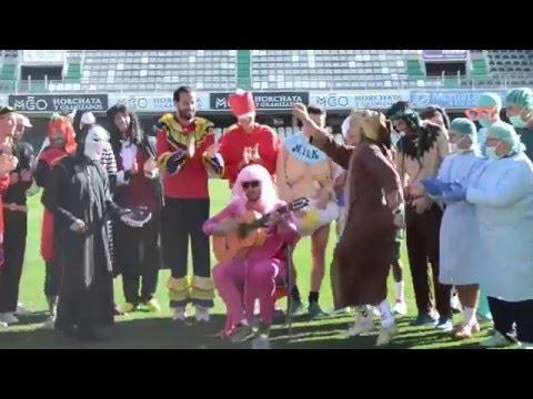 El CD Castellón se disfraza por Carnaval para preparar la visita al campo del líder