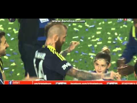 Raul Meireles Fenerbahçe Futblocusu Oyun Havaları Türk Gibi Oynayıp Söylüyor