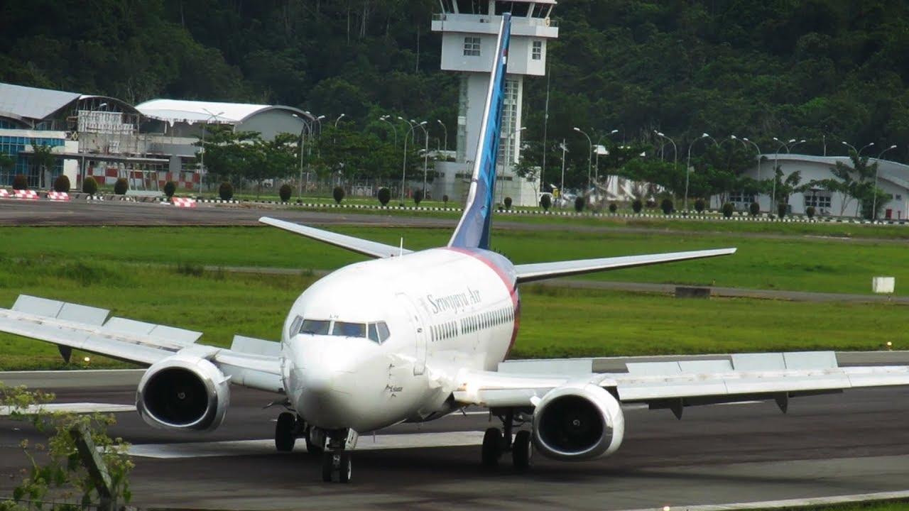Video Pendaratan Pesawat Terbang Sriwijaya Air Boeing 737 ...
