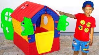 سينيا تبني منزلًا جديدًا ملونًا للأطفال