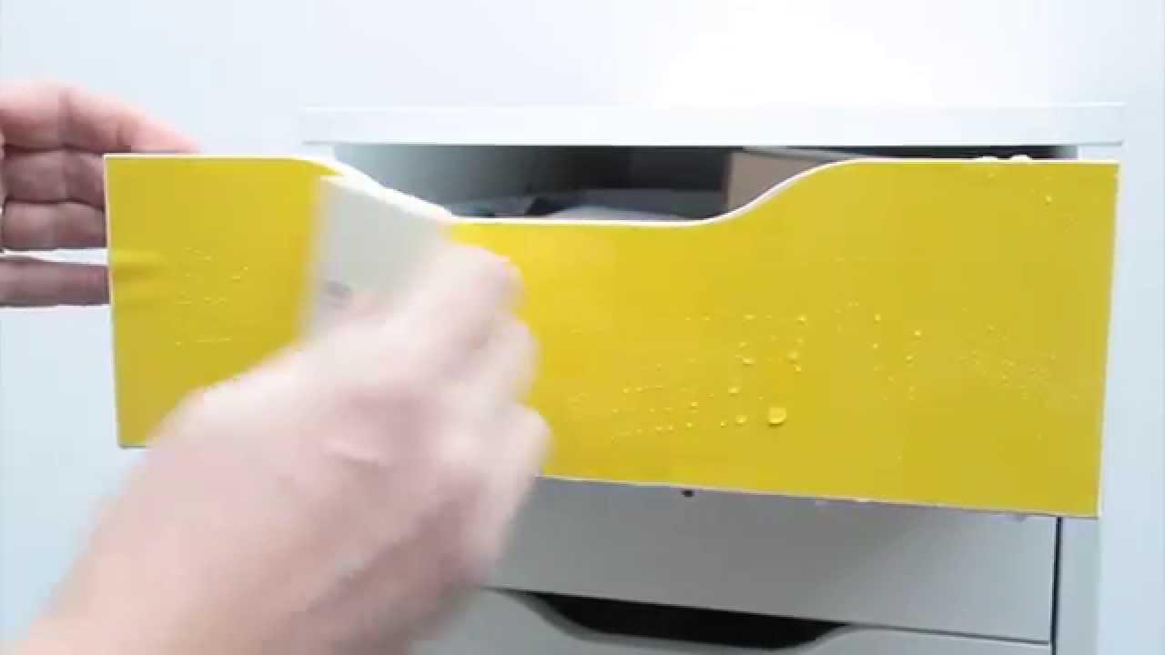 Poser un film couleur avec likeacolor youtube - Papier a coller sur meuble ...