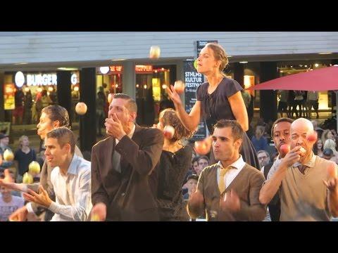 GANDINI JUGGLERS getting crazy, Stockholm stage show