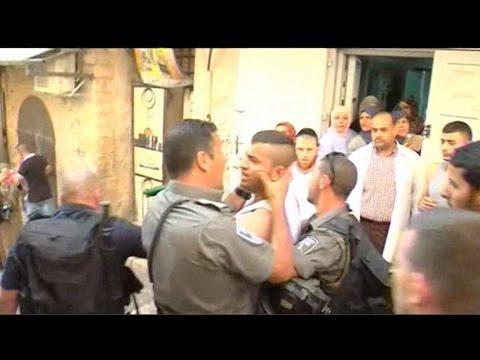 Israeli police, Palestinians scuffle at Jerusalem