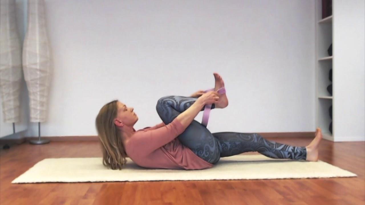 #Yoga für den unteren #Rücken mit Stefanie Busch - YouTube