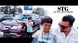 Download Papa e hijo ganan el carro que El Niño señaló- Los Ángeles CA Stg Auto Auction Mp3 and Videos
