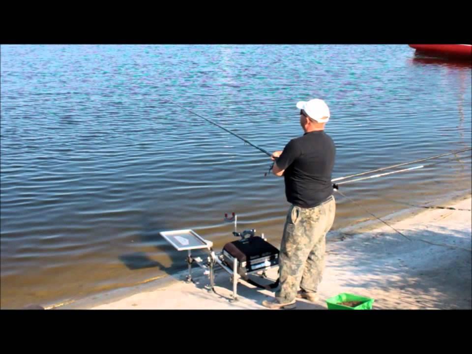 с поплавочной удочкой за белой рыбой видео