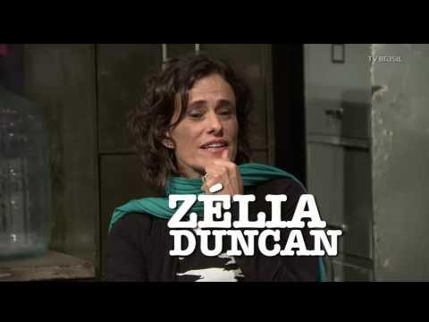Cantora Zélia Duncan presta homenagem ao compositor Itamar Assumpção