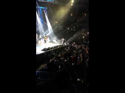 Julion Alvarez en vivo Oracle Arena (Oakland) 10.23.15 (Entrada)