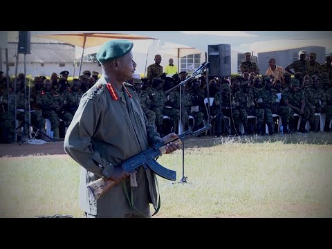 MUSEVENI DRILLS UPDF OFFICERS SHOWS THEM HOW TO HIT THE BULLS EYE & ENEMY EVASION TACTICS.