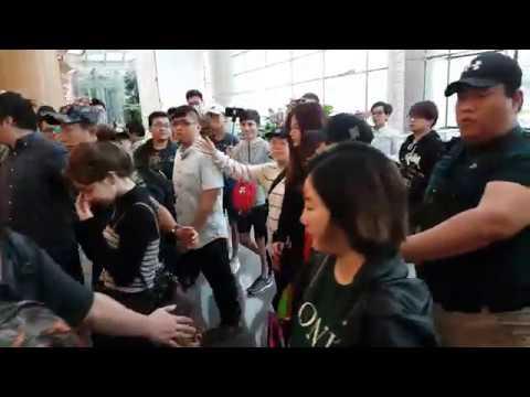 170928 트와이스 TWICE Departure to Seoul from Singapore Changi Airport