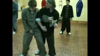 ШКОЛА КУНГ ФУ.Видео-урок.Атака-бросок. http://www.chuan-shu.ru/
