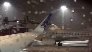 飛行機の除雪‼?こんなに激しく雪を溶かしていく空港での衝撃的な画像!ちょっと珍しい北欧の空港での日常【世界のオアシス】