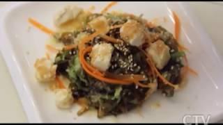 Здорове питание: готовим салат из морской капусты с морковью, жаренным тофу и имбирной заправкой