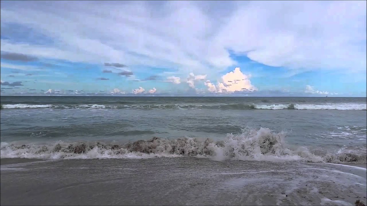 Relaxing Video of a Tropical Beach Ocean Waves - Tranquil