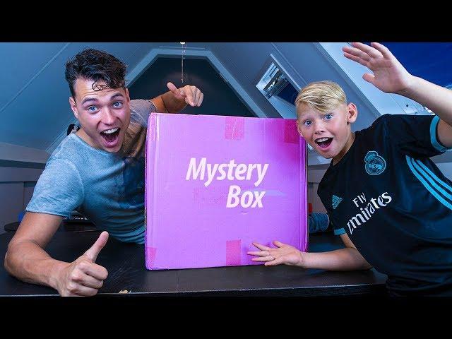WAT ZIT ER IN DEZE DOOS? - MYSTERY BOX OPENEN!