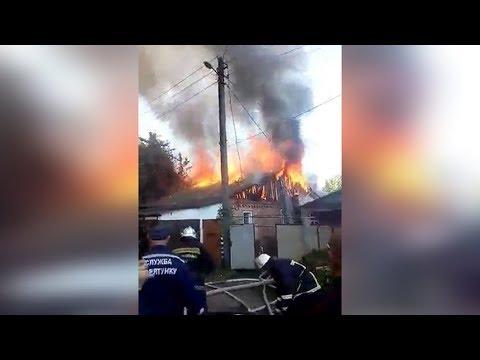 В Житомирі у Сінному провулку горить житловий будинок