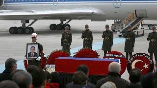 بالفيديو| لحظة وصول جثمان السفير الروسي إلى موسكو