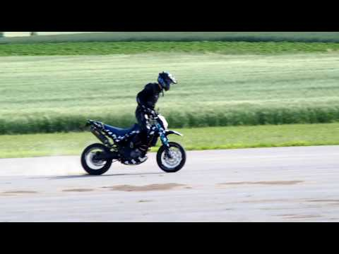 XT660X Stunt driving Jumps/Wheelies/Bournout +Soundcheck Akrapovic