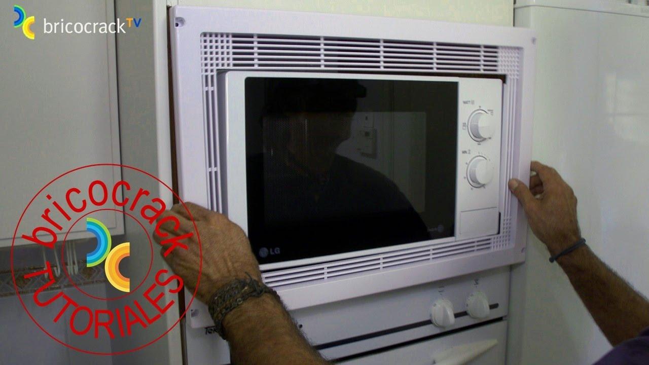 Instalar el marco de un microondas bricocrack youtube for Colgar microondas cocina
