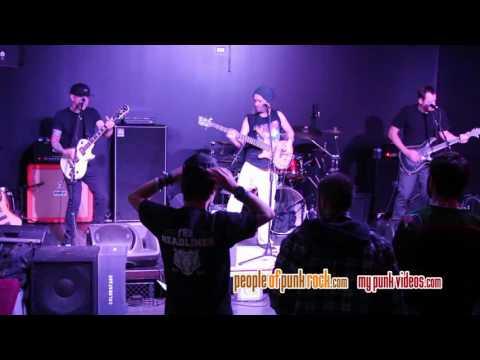 COLORSFADE - Skin Deep (Guns 'n Wankers) @ Dixie Resto-Bar, Chambly QC - 2016-12-10