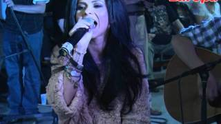 Inna - Amazing + Sun is Up LIVE in Garajul Europa FM