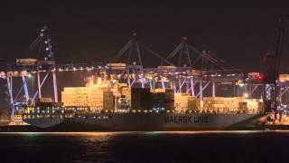 Maersk Line Felixstowe docks time lapse
