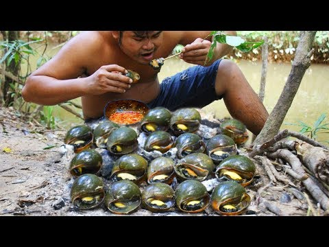 #PleaseStayAtHome Cooking Snail bbq eat with Chili Sauce - Collect Snail in River Grilled bbq