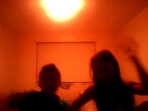 Muneca dancing