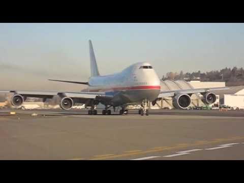 GEnx-2b engine on the GE test Boeing 747