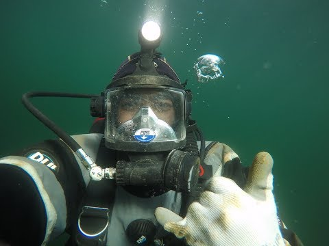 SCUBA Diving in Elliott Bay Marina - Seattle, Washington (Pu