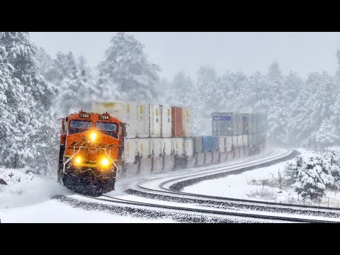 [HD] BNSF Trains in snow! January 2019