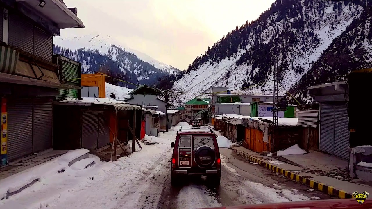 The buzzing summer destination becomes a ghost town in Winter (Naran Pakistan)