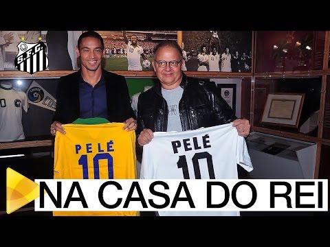 Ricardo Oliveira representa o Peixe nos 2 anos do Museu Pelé