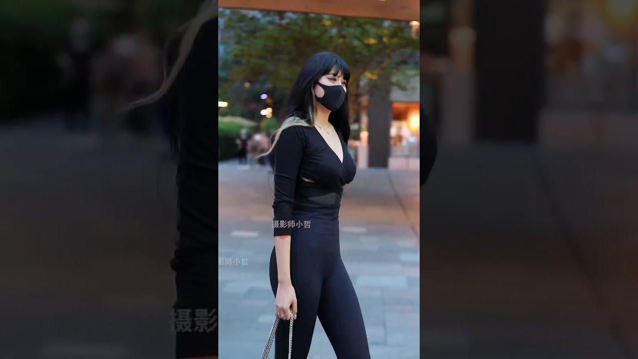 cute beijing sanlitun street lady photo 北京三里屯太古里骨感美女街拍 Tight trousers fat ass Black women's tights