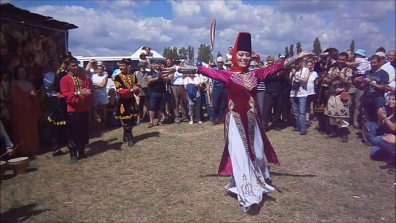 Kurultaj, Ujgur tánccsoport előadása - YouTube