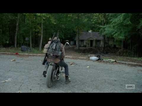 "The Walking Dead 7x11 ""Hostiles and Calamities""  Dwight lee la carta de Sherry  Clip HD"