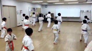 移動稽古(蹴り)の様子です。 極真空手 旗の台教室 http://www.kyokush...
