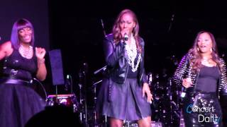 "SWV performing ""Right Here"" and "" I"