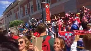 Аргентина Хорватия болельщики разминаются. Праздник в городе