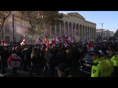 شاهد: احتجاجات أمام برلمان جورجيا بعد فشل النواب تمرير إصلاحات على قانون الانتخابات…  - 10:59-2019 / 11 / 18