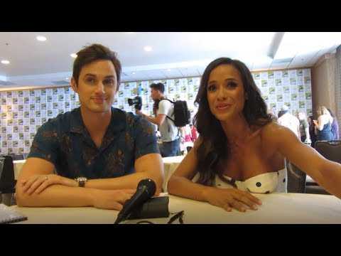 Once Upon a Time  Andrew J West and Dania Ramirez , Season 7 Comic Con