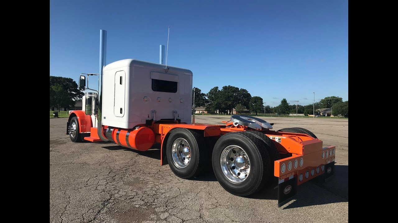 Photos: Show trucks getting shined up for MATS   389 Peterbilt Show Trucks