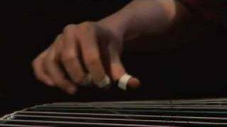 musique chinoise traditionnelle par Liu Fang  -  extrait de CBC TV 劉芳古箏 梅花三弄