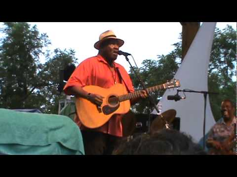 Taj Mahal- Mississippi Big Butt Blues- Floydfest2011.mpg