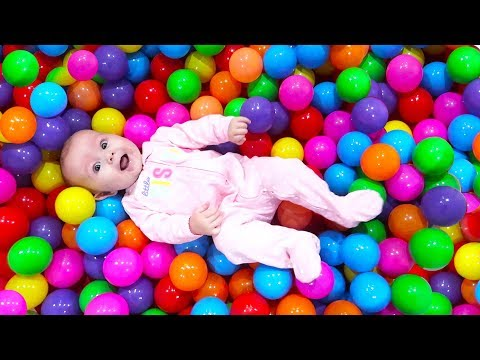 Download Youtube: HER FIRST BALL PIT!!