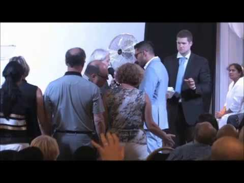 """The Great """"houd-HINN-i"""" (Benny Hinn and his famous money tricks - EXPOSED)"""