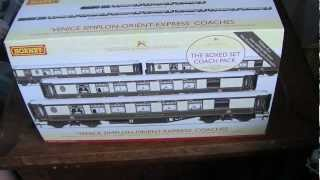 Unboxing the Hornby R4254 Hornby Venice Simplon-Orient-Express Pullman Coach Pack